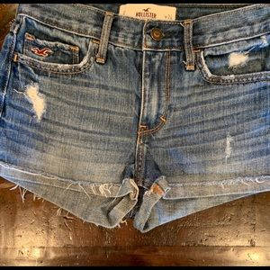 Hollister | faded denim short | size 0; 24w